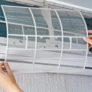 エアコンのフィルターのカビ・汚れ対策や一人でもできるお掃除方法を紹介