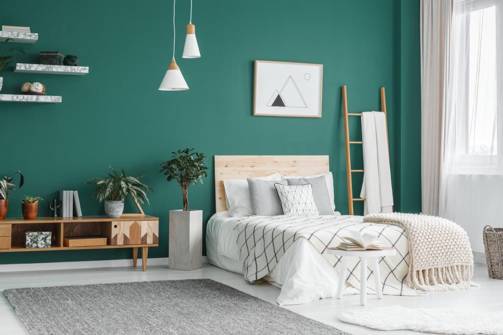 グリーンの壁のベッドルーム