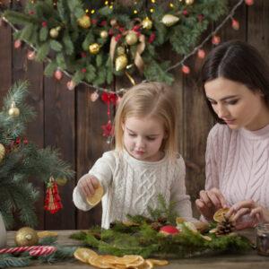 クリスマスリースを手作りしてみよう!子どもと一緒にできる簡単な方法を紹介