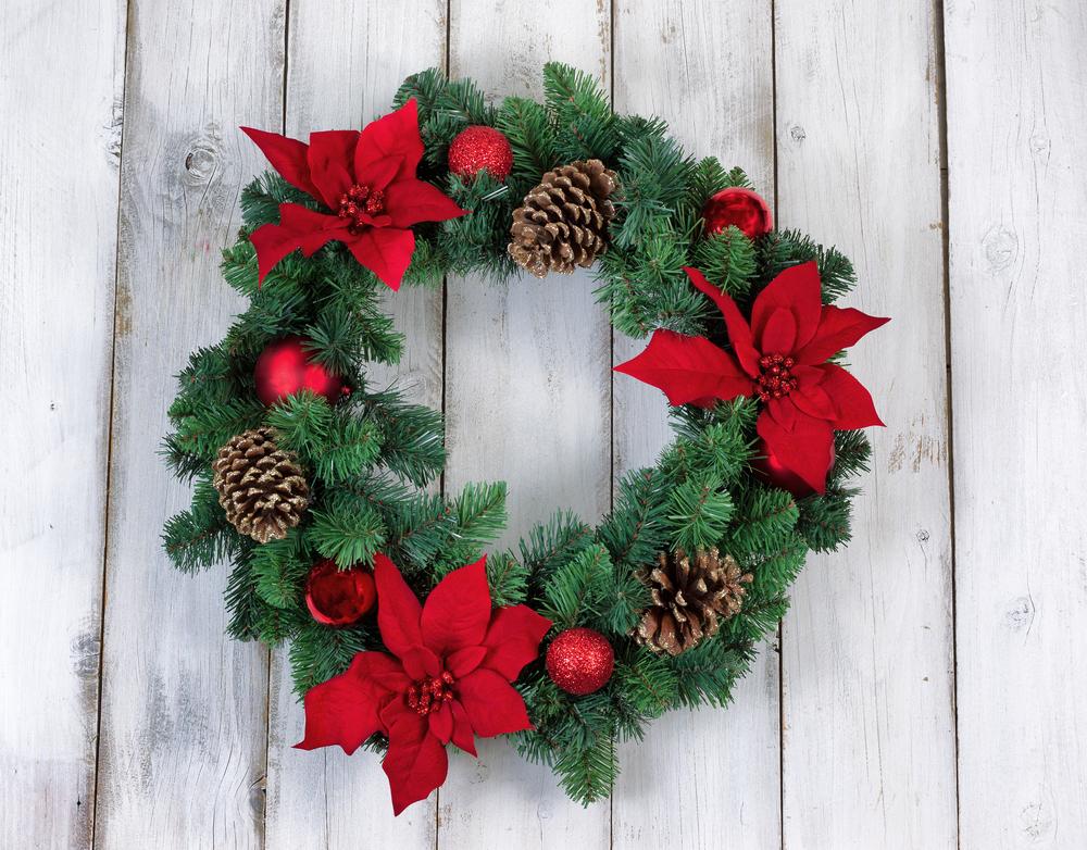 松ぼっくりとポインセチアのクリスマスリース