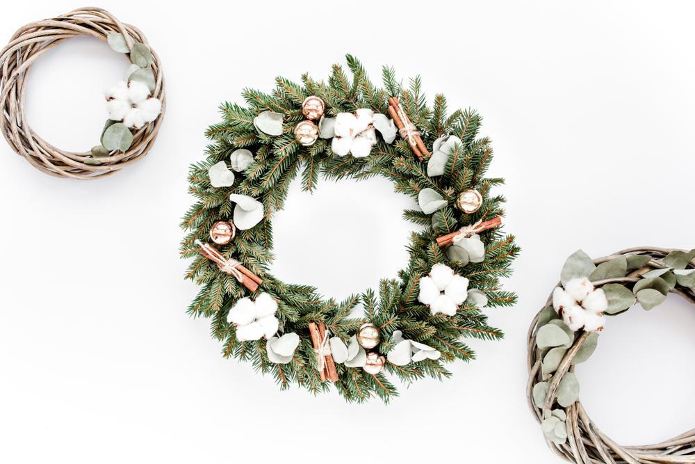 綿を使ったクリスマスリース