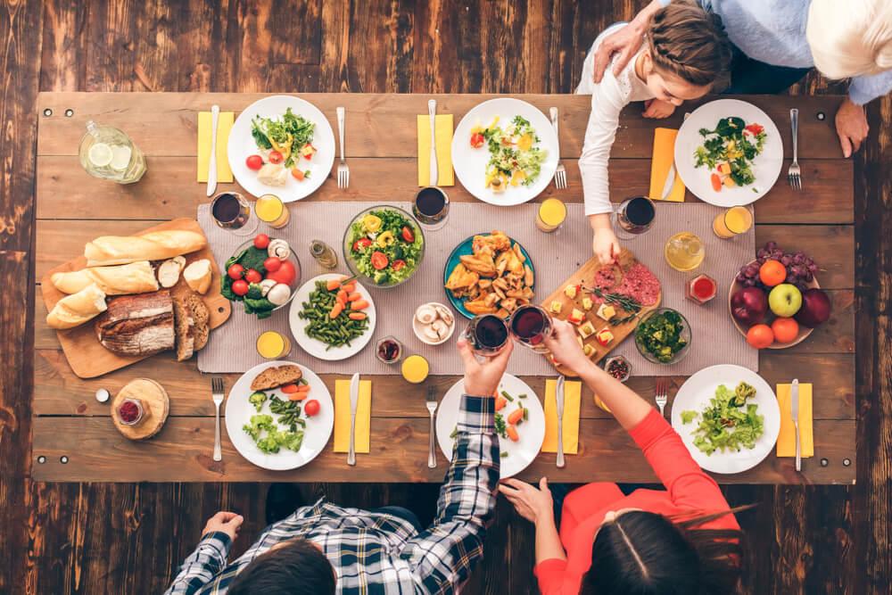 家族で食卓を囲む時間