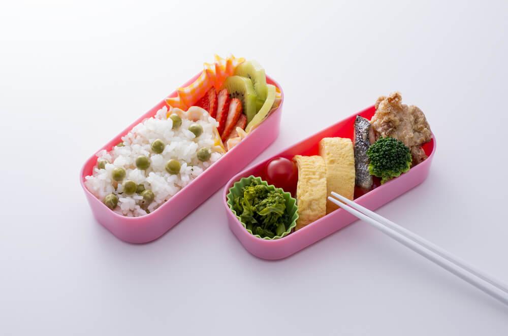 ピンクの2段式お弁当箱