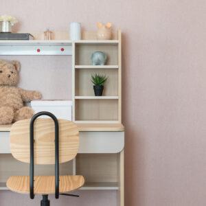 子どもに学習机が必要な理由とは?長く使うために知っておきたい選び方も紹介