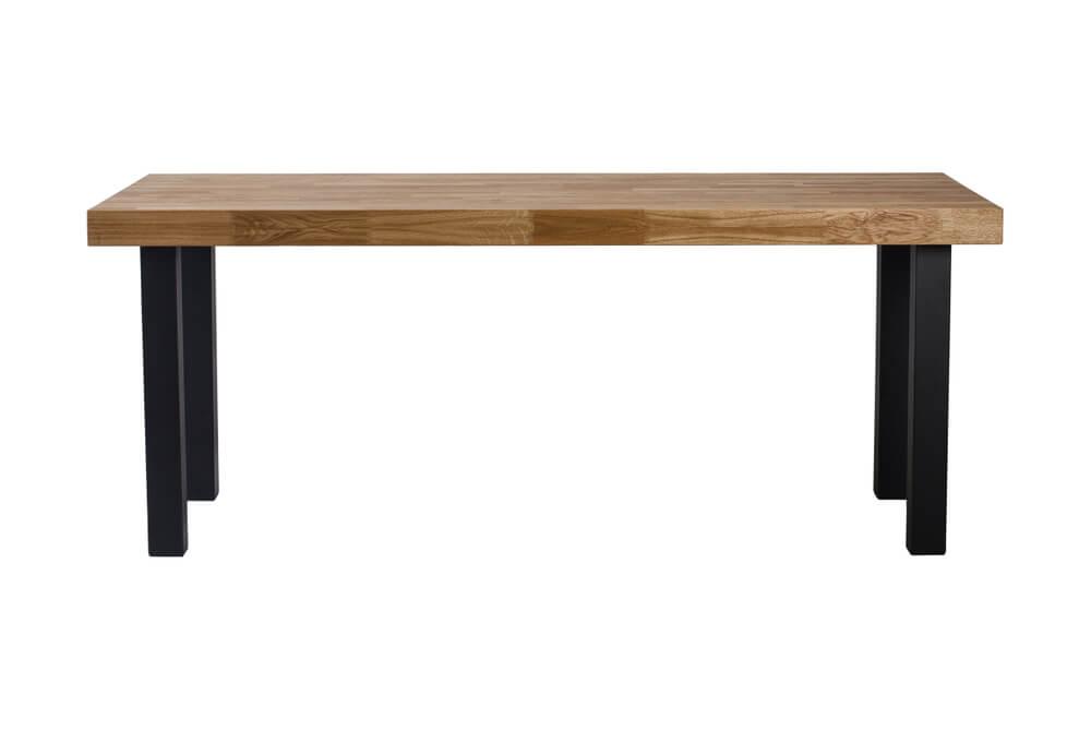 金属の脚で作った机