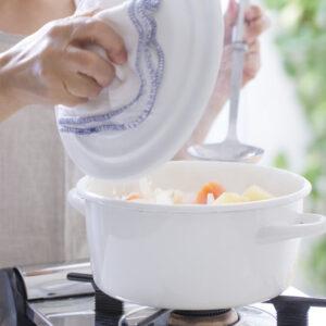 ホーロー鍋で料理の質を上げよう!おすすめ商品やお手入れ方法紹介