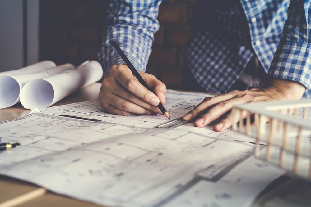 大きな紙に書かれた設計図