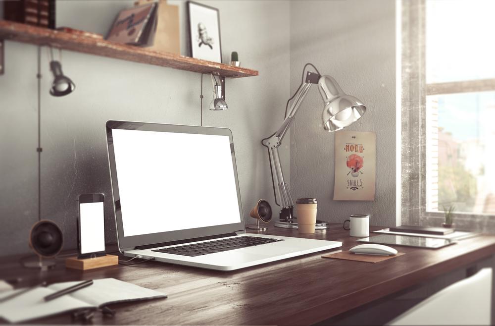 ノートバソコンと電気スタンド