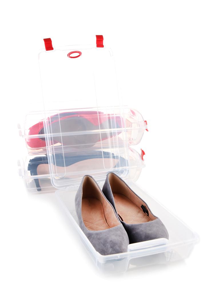 プラスチックケースに入れた靴
