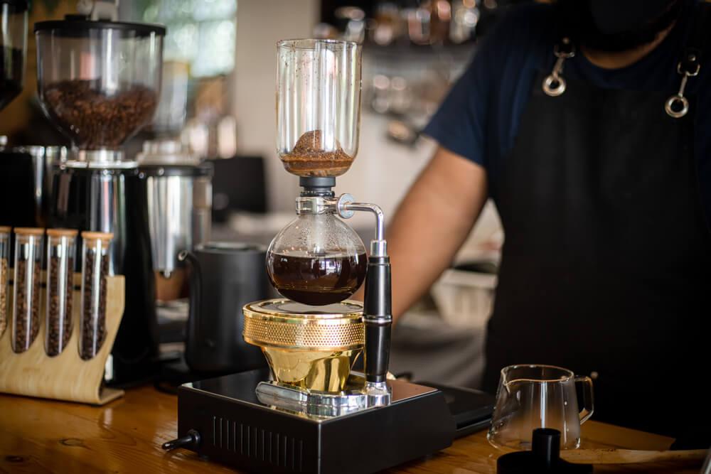 サイフォンで抽出されるコーヒー