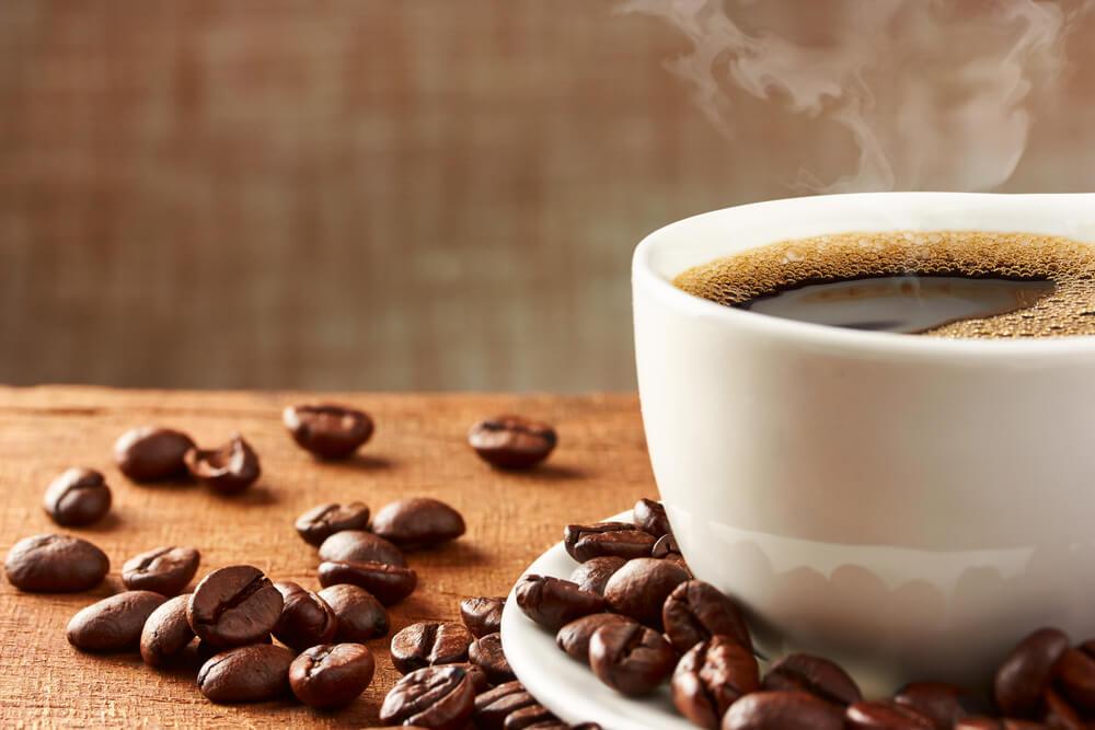 コーヒーカップに注がれたコーヒー