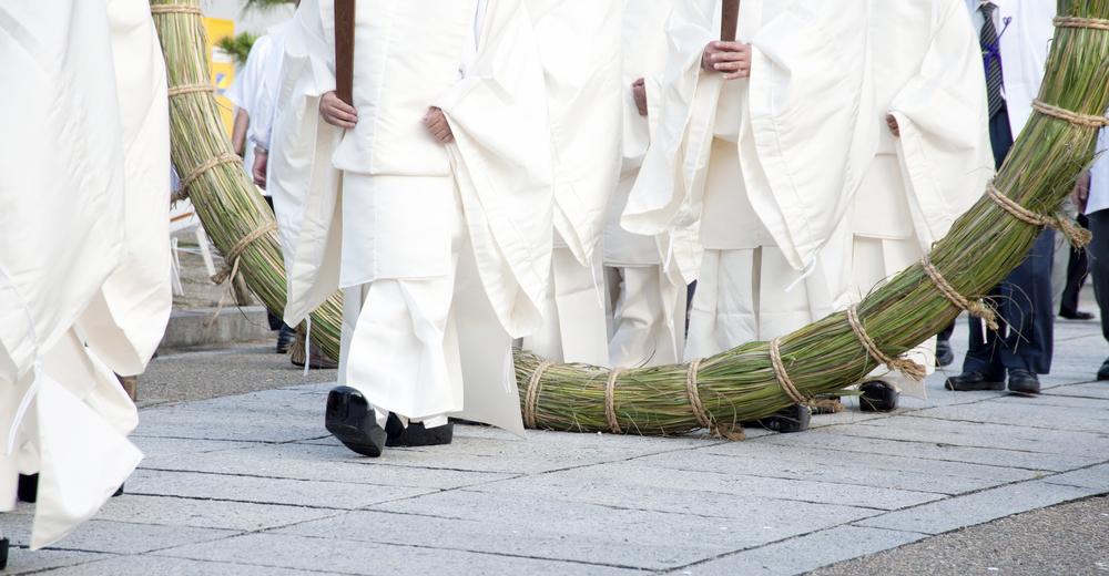 茅の輪くぐりと神主