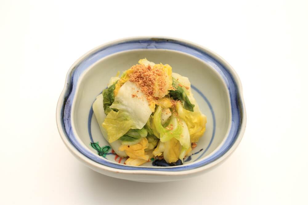 お皿に盛られた白菜の漬け物