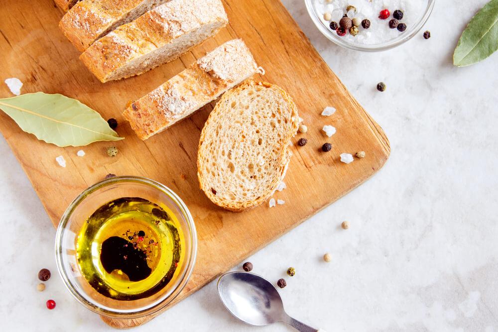 オリーブオイルとパン