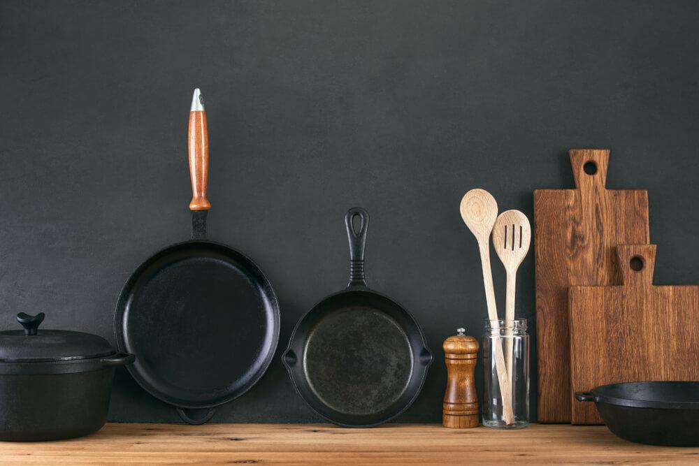 調理道具が並んだ棚