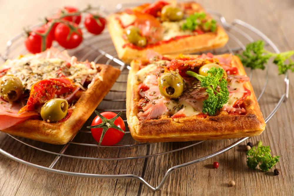 ベーコンを使ったワッフルピザ