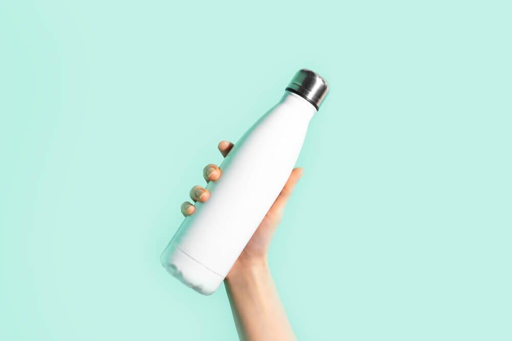 白いスリムな水筒