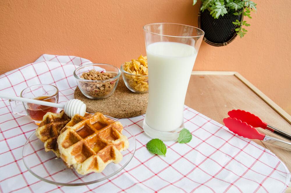 アメリカンワッフルの朝食