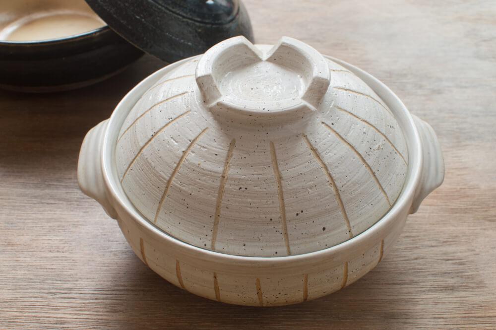 ラインの模様が入った土鍋