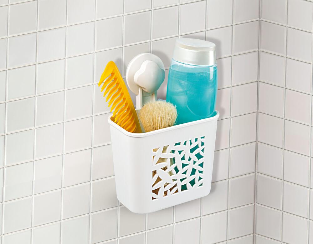 フックとカゴを利用した洗面用具の収納